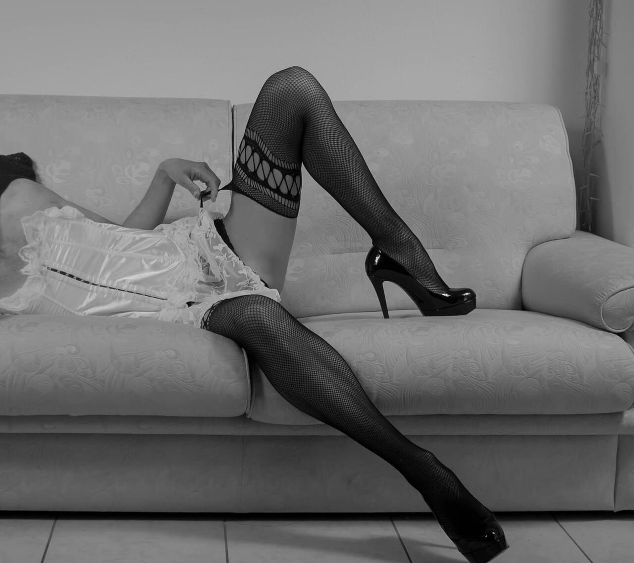 woman-1288492_1280